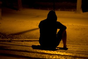 homme seul nuit